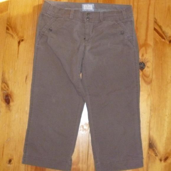 American Eagle Outfitters Pants - American Eagle AE Khaki Capris